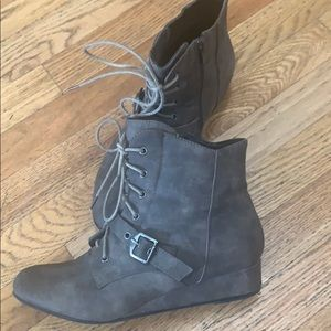 Grey/Taupe booties